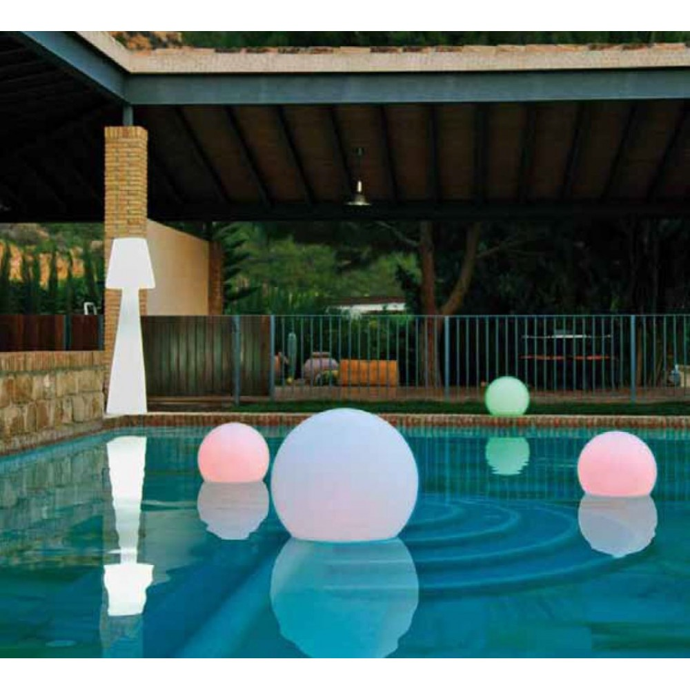 Boule jardin lumineuse des accessoires qui vont mettre for Accessoires jardin